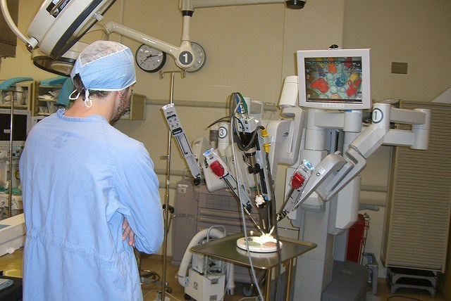 the benefits of robotic assisted surgery information technology essay The uf health robotic prostatectomy is unique from other robotic programs in that it combines the most advanced robotic-assisted technology with uf surgeons fellowship-trained in robotic procedures and urology.